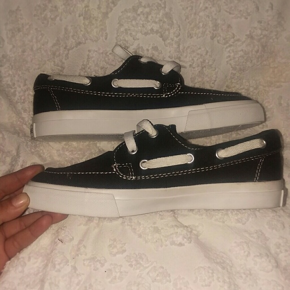 4a31fce8491a3 New Converse bow stern style shoes sz 7